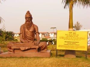Estatua de Sushrut, el padre de la Cirugía Plástica, en Haridwar